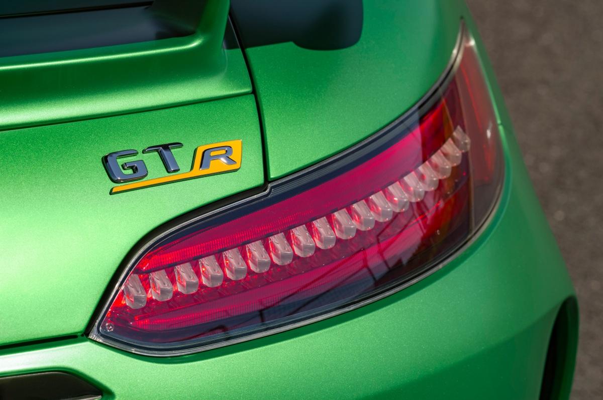 Mercedes AMG GT-R érevelado