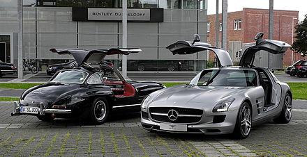 440px-Mercedes-Benz_SLS_AMG_(C_197)_&_Mercedes-Benz_300_SL_(W_198)_–_Frontansicht,_10._August_2011,_Düsseldorf