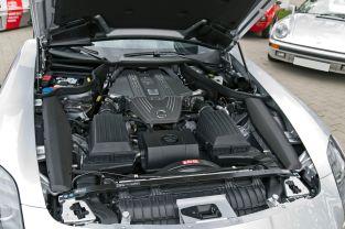 Mercedes_SLS_Motor_20110416