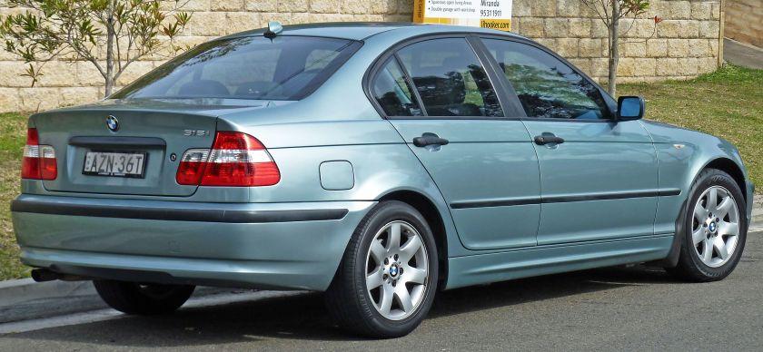 2001-2005_BMW_318i_(E46)_sedan_02