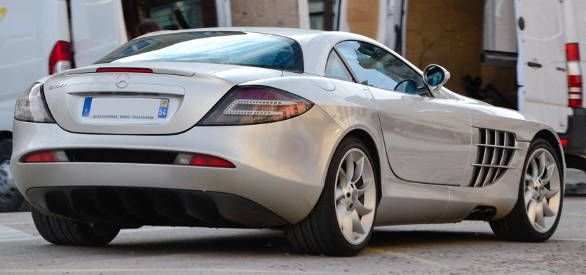 Mercedes-Benz_SLR_McLaren_(8617080584)_(cropped)