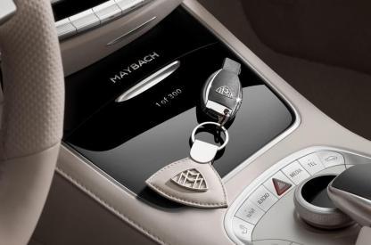 Mercedes-Maybach S 650 Cabriolet, Interior, Mittelkonsole, Maybach Schlüssel in Interiorfarbe; Kraftstoffverbrauch kombiniert: 12,0 l/100 km; CO2-Emissionen kombiniert: 272 g/km // Mercedes-Maybach S 650 Cabriolet, interior , centre console, Maybach key in interior colour; Fuel consumption combined: 12,0 l/100 km; Combined CO2 emissions: 272 g/km