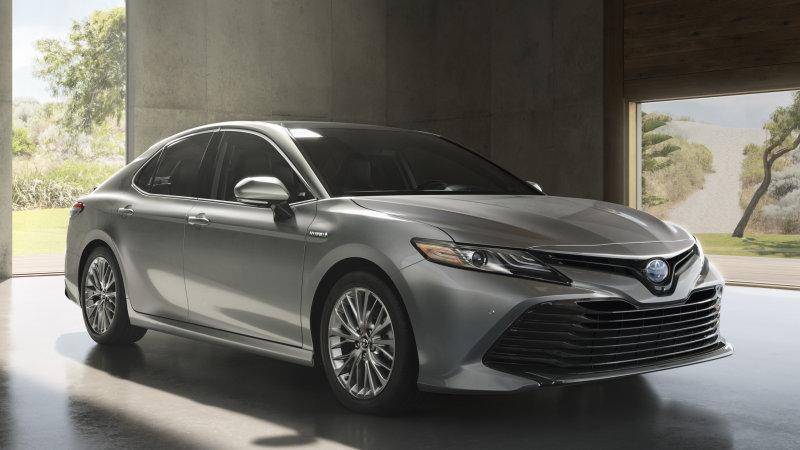 2018_Toyota_Camry_Hybrid_XLE_01_34B6AB8747324E4E49AC840CC4397F7FD0199475.jpg