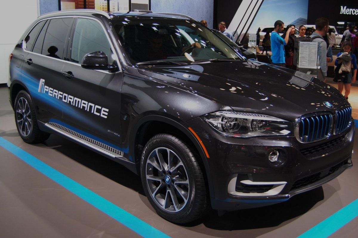 BMW apresenta nova linha de veículos híbridos plug-in no Salão Internacional do Automóvel de NovaYork