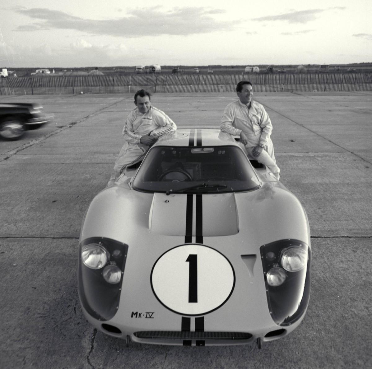 Ford e Mario Andretti resgatam a história do automobilismo de 50 anos doGT40