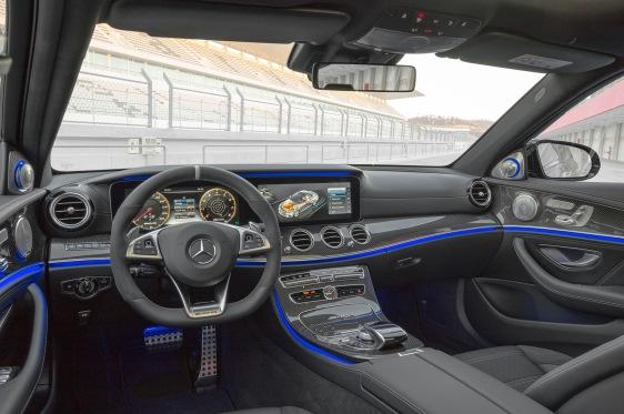 Mercedes-AMG E 63 S 4MATIC+, Interior;Kraftstoffverbrauch kombiniert: 9,1 – 8,8l/100 km; CO2-Emissionen kombiniert: 207 - 199 g/km Mercedes-AMG E 63 S 4MATIC+, interior;Fuel consumption combined: 9,1 – 8,8 l/100 km; Combined CO2 emissions: 207 - 199 g/km