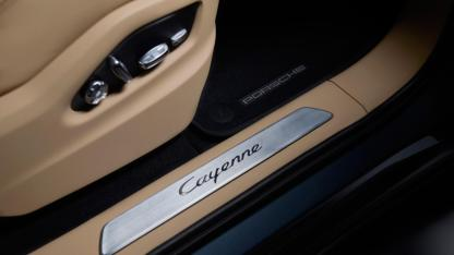 2018-porsche-cayenne-leaked-official-image-24