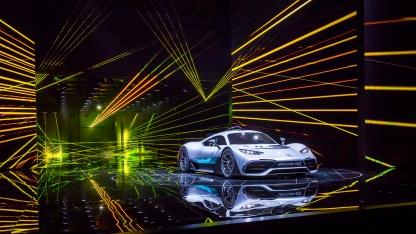 Das Showcar Mercedes-AMG Project ONE feiert bei der IAA seine Weltpremiere. Das zweisitzige Supersportwagen-Showcar bringt erstmals modernste und effizienteste Formel 1-Hybrid-Technologie nahezu eins zu eins von der Rennstrecke auf die Straße. The showcar Mercedes-AMG Project ONE celebrates its world premiere at the IAA. The two-seater supersports show car brings the very latest and efficient, fully-fledged Formula 1 hybrid technology from the race track to the road almost par for par.