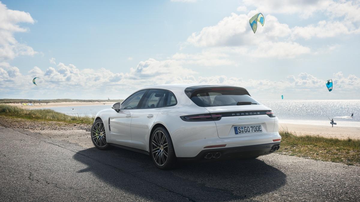 Porsche Panamera Sport Turismo  passa a ser um híbrido plug-in e será vendido no Brasil no começo de2018