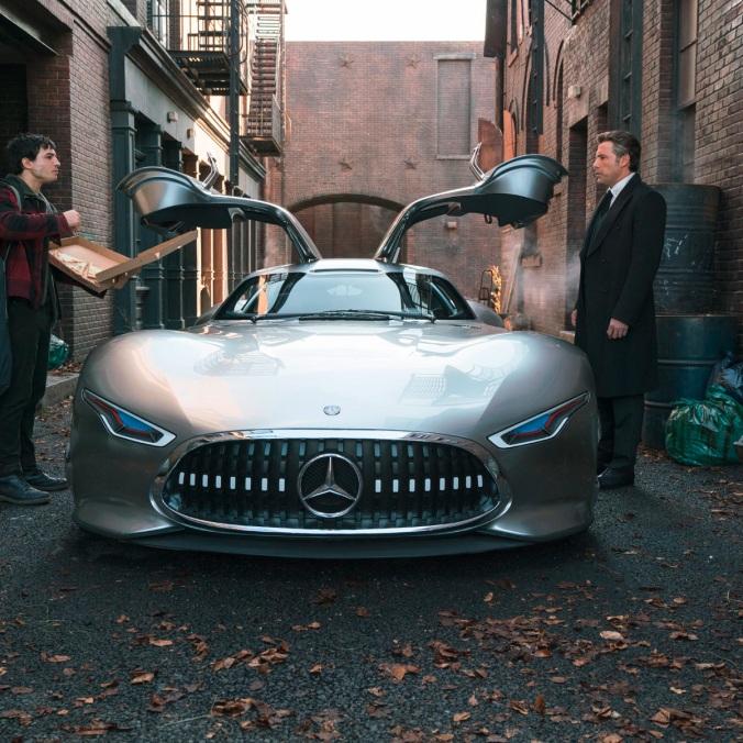 """""""Als Designer gilt es, Fantasien zu erschaffen, also lassen wir uns oft von der Filmindustrie inspirieren. Ich bin begeistert, dass sich diesmal die Filmindustrie durch uns inspirieren ließ und unser Mercedes-Benz AMG Vision Gran Turismo zum Auto für einen Superhelden wurde"""", so Gorden Wagener, Chief Design Officer Daimler AG. """"Extreme Proportionen, sinnliche Formen und intelligent inszenierter Hightech verschmelzen zu einem atemberaubenden Körper und so zum perfekten Auto für Bruce."""" ; Copyright: Clay Enos/Warner Bros. Pictures; JUSTICE LEAGUE and all related characters and elements TM & © DC and Warner Bros. Entertainment Inc. """"As a designer you have to create fantasy, so we often get inspired by the film industry. I am excited that this time, the film industry was inspired by us and our Mercedes-AMG Vision Gran Turismo became the car for a Super Hero"""", says Gordon Wagener, Chief Design Officer Daimler AG. """"Extreme proportions, sensual contours amd intelligently implemented high tech blend to form a breathtaking body and the perfect car for Bruce."""" ; Copyright: Clay Enos/Warner Bros. Pictures; JUSTICE LEAGUE and all related characters and elements TM & © DC and Warner Bros. Entertainment Inc."""