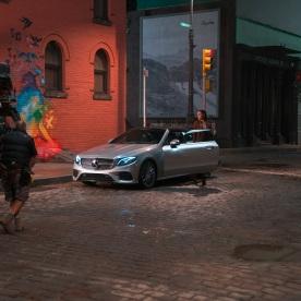 Begleitet werden die kultigen DC Comic-Helden Kultfiguren auf der Leinwand u.a. vom neuen E-Klasse Cabriolet, das eine tragende Rolle in dem epischen Action- und Abenteuerstreifen spielt. Copyright: Clay Enos/Warner Bros. Pictures; JUSTICE LEAGUE and all related characters and elements TM & © DC and Warner Bros. Entertainment Inc. Accompanying DC's most iconic heroes on the big screen, the new E-Class Cabriolet - among other Mercedes-Benz cars - will play an integral role in this epic action adventure. Copyright: Clay Enos/Warner Bros. Pictures; JUSTICE LEAGUE and all related characters and elements TM & © DC and Warner Bros. Entertainment Inc.