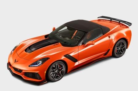 2019-Chevrolet-Corvette-ZR1-Convertible-front-side-view-top-up