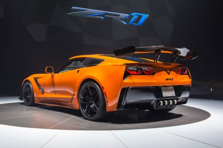 2019-Chevrolet-Corvette-ZR1-rear-side-view-on-stage