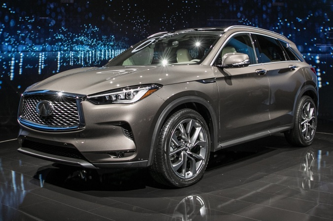 2019-Infiniti-QX50-front-side-view-on-stage
