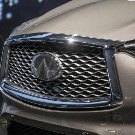 2019-Infiniti-QX50-grille-closeup