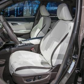 2019-Infiniti-QX50-interior-front-seats