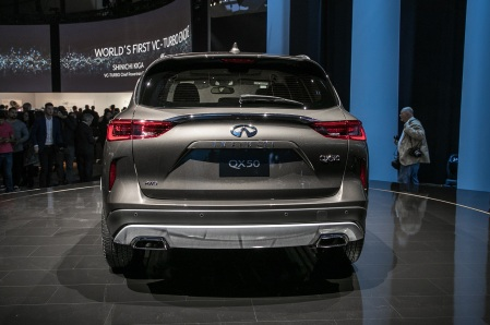 2019-Infiniti-QX50-rear-view-on-stage
