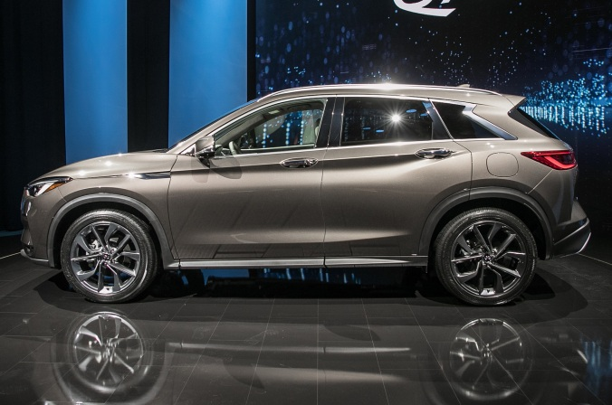 2019-Infiniti-QX50-side-view-on-stage