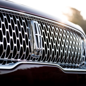 2019-Lincoln-Nautilus-grille
