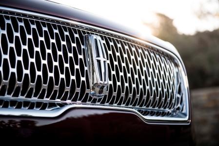 2019-Lincoln-Nautilus-grille