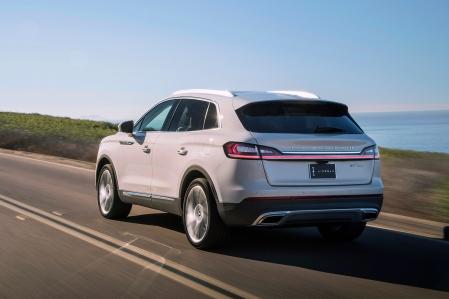 2019-Lincoln-Nautilus-rear-three-quarter-in-motion-04