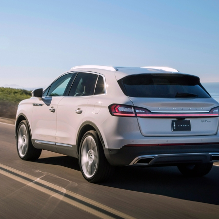 2019-Lincoln-Nautilus-rear-three-quarter-in-motion-04