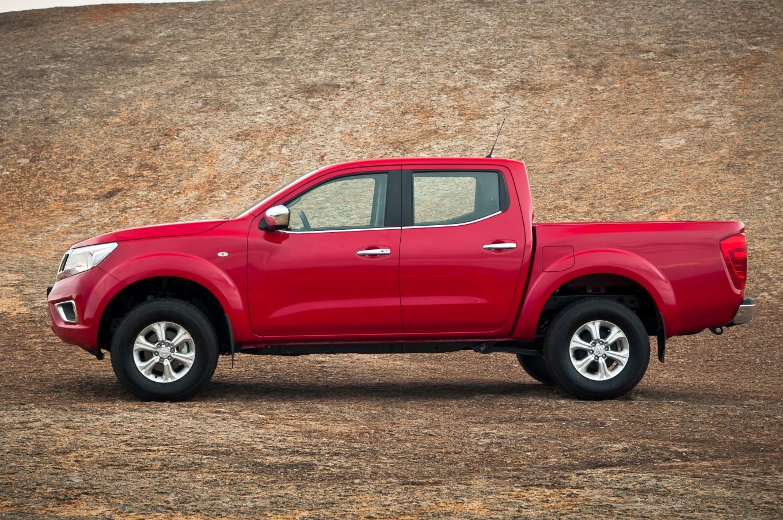 Nova Nissan Frontier SE: reforço na linha da picape totalmente