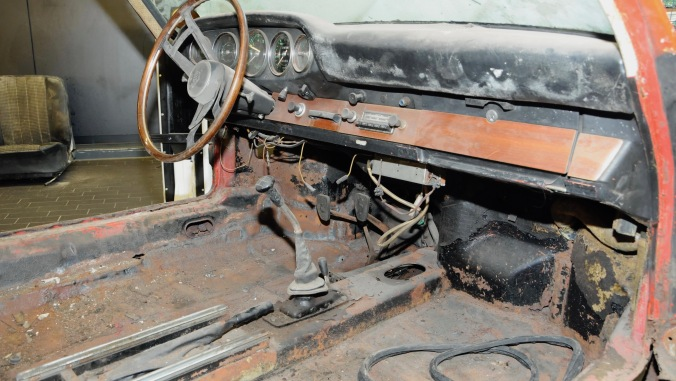 1426489_911_interior_barn_find_2017_porsche_ag