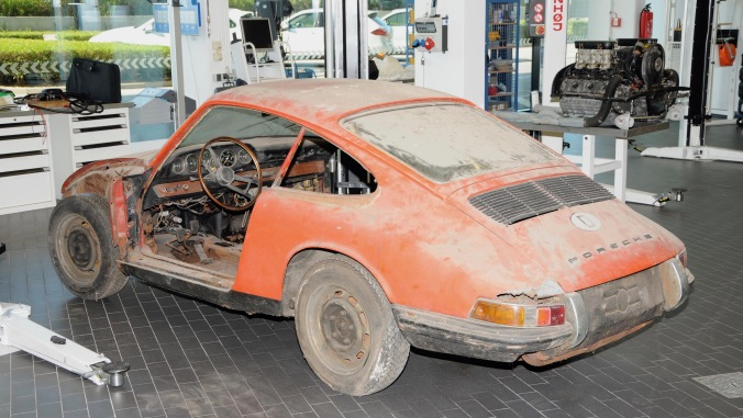 1439028_911_barn_find_2017_porsche_ag