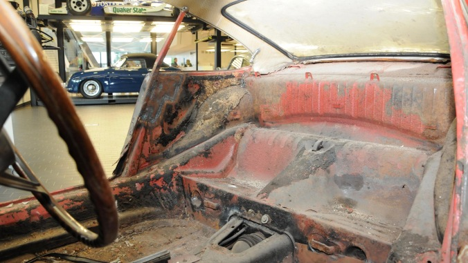 1439233_911_interior_barn_find_2017_porsche_ag