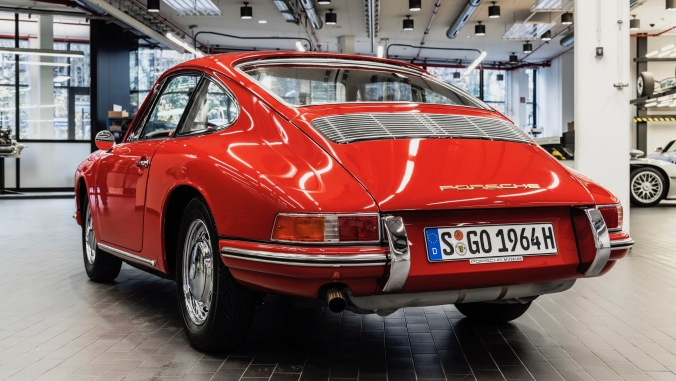 1439269_911_barn_find_2017_porsche_ag