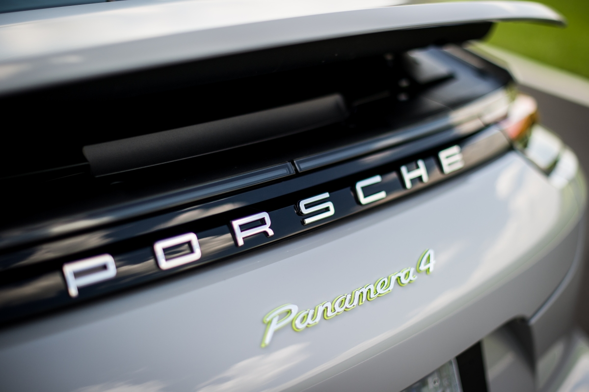 Panamera 4 E-Hybrid chega aoBrasil