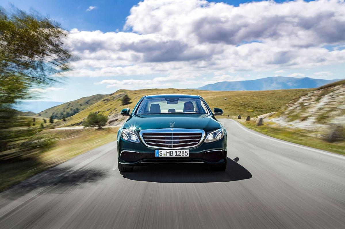 Mercedes-Benz Automóveis encerra 2017 como líder no mercadopremium