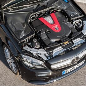 Mercedes-AMG C43 4MATIC Limousine, Night Paket und AMG Carbon-Paket II, Exterieur: Motorraum, Außenfarbe: obsidianschwarz metallic;Kraftstoffverbrauch kombiniert: 9,1 l/100 km; CO2-Emissionen kombiniert: 209 g/km* (vorläufige Daten) Mercedes-AMG C43 4MATIC Sedan, Night package und AMG Carbon-package II, Exterior: Engine compartment, Exterior paint: obsidian black metallic;Fuel consumption combined: 9.1 l/100 km; CO2 emissions combined: 209 g/km* (provisional data)