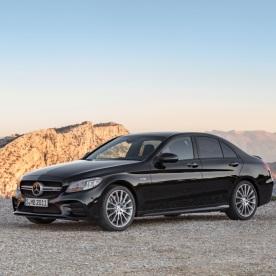 Mercedes-AMG C43 4MATIC Limousine, Night Paket und AMG Carbon-Paket II, Exterieur: Außenfarbe: obsidianschwarz metallic;Kraftstoffverbrauch kombiniert: 9,1 l/100 km; CO2-Emissionen kombiniert: 209 g/km* (vorläufige Daten) Mercedes-AMG C43 4MATIC Sedan, Night package und AMG Carbon-package II, Exterior: Exterior paint: obsidian black metallic;Fuel consumption combined: 9.1 l/100 km; CO2 emissions combined: 209 g/km* (provisional data)