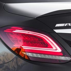 Mercedes-AMG C43 4MATIC Limousine, Night Paket und AMG Carbon-Paket II, Exterieur: Rücklicht, Außenfarbe: obsidianschwarz metallic;Kraftstoffverbrauch kombiniert: 9,1 l/100 km; CO2-Emissionen kombiniert: 209 g/km* (vorläufige Daten) Mercedes-AMG C43 4MATIC Sedan, Night package und AMG Carbon-package II, Exterior: Rear light, Exterior paint: obsidian black metallic;Fuel consumption combined: 9.1 l/100 km; CO2 emissions combined: 209 g/km* (provisional data)