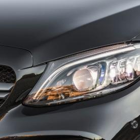 Mercedes-AMG C43 4MATIC Limousine, Night Paket und AMG Carbon-Paket II, Exterieur: Scheinwerfer, Außenfarbe: obsidianschwarz metallic;Kraftstoffverbrauch kombiniert: 9,1 l/100 km; CO2-Emissionen kombiniert: 209 g/km* (vorläufige Daten) Mercedes-AMG C43 4MATIC Sedan, Night package und AMG Carbon-package II, Exterior: Headlight, Exterior paint: obsidian black metallic;Fuel consumption combined: 9.1 l/100 km; CO2 emissions combined: 209 g/km* (provisional data)