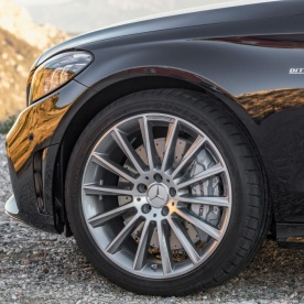 """Mercedes-AMG C 43 4MATIC Limousine, Night Paket und AMG Carbon-Paket II, Exterieur: Außenfarbe: obsidianschwarz metallic, Rad: 48,3 cm (19"""") AMG Leichtmetallräder im Vielspeichen-Design titangrau lackiert und glanzgedreht;Kraftstoffverbrauch kombiniert: 9,1 l/100 km; CO2-Emissionen kombiniert: 209 g/km* (vorläufige Daten) Mercedes-AMG C43 4MATIC Sedan, Night package und AMG Carbon-package II, Exterior: Exterior paint: obsidian black metallic, Wheel: 48,3 cm (19"""") AMG light-alloy wheels in several crossing design titanium grey coated and gloss-turned;Fuel consumption combined: 9.1 l/100 km; CO2 emissions combined: 209 g/km* (provisional data)"""
