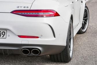 Mercedes-AMG GT 53 4MATIC+ 4-Türer Coupé, AMG Night-Paket, Exterieur: Heckspoiler, Außenfarbe: designo diamantweiß bright;Kraftstoffverbrauch kombiniert: 9,1 l/100 km; CO2-Emissionen kombiniert: 209 g/km* (vorläufige Daten) Mercedes-AMG GT 53 4MATIC+ 4-Door Coupé, AMG Night-packet, Exterior: rear spoiler, Exterior paint: designo diamond white bright;Fuel consumption combined: 9.1 l/100 km; CO2 emissions combined: 209g/km* (provisional data)