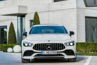 Mercedes-AMG GT 53 4MATIC+ 4-Türer Coupé, AMG Night-Paket, Exterieur: Außenfarbe: designo diamantweiß bright, Farbvariante schwarz;Kraftstoffverbrauch kombiniert: 9,1 l/100 km; CO2-Emissionen kombiniert: 209 g/km* (vorläufige Daten) Mercedes-AMG GT 53 4MATIC+ 4-Door Coupé, AMG Night-packet, Exterior: Exterior paint: designo diamond white bright, colour variation black;Fuel consumption combined: 9.1 l/100 km; CO2 emissions combined: 209g/km* (provisional data)