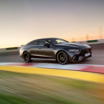 Mercedes-AMG GT 63 S 4MATIC+ 4-Türer Coupé, AMG Carbon-Paket, Exterieur: Außenfarbe: Graphitgrau magno;Kraftstoffverbrauch kombiniert: 11,2 l/100 km; CO2-Emissionen kombiniert: 256 g/km* (vorläufige Daten) Mercedes-AMG GT 63 S 4MATIC+ 4-Door Coupé, AMG Carbon-packet, Exterior: Exterior paint: graphite grey magno, colour variation black;Fuel consumption combined: 11,2 l/100 km; CO2 emissions combined: 256 g/km* (provisional data)