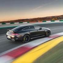 Mercedes-AMG GT 63 S 4MATIC+ 4-Türer Coupé, AMG Carbon-Paket, Exterieur: Außenfarbe: Graphitgrau magno;Kraftstoffverbrauch kombiniert: 11,2 l/100 km; CO2-Emissionen kombiniert: 256 g/km* (vorläufige Daten) Mercedes-AMG GT 63 S 4MATIC+ 4-Door Coupé, AMG Carbon-packet, Exterior: Exterior paint: graphite grey magno, colour variation black;Fuel consumption combined: 11,2 l/100 km; CO2 emissions combined: 256 g/km* (provisional data)