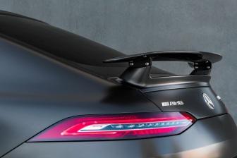 Mercedes-AMG GT 63 S 4MATIC+ 4-Türer Coupé, AMG Carbon-Paket, Exterieur: Heckspoiler, Außenfarbe: Graphitgrau magno;Kraftstoffverbrauch kombiniert: 11,2 l/100 km; CO2-Emissionen kombiniert: 256 g/km* (vorläufige Daten) Mercedes-AMG GT 63 S 4MATIC+ 4-Door Coupé, AMG Carbon-packet, Exterior: Rear Spoiler, Exterior paint: graphite grey magno, colour variation black;Fuel consumption combined: 11,2 l/100 km; CO2 emissions combined: 256 g/km* (provisional data)