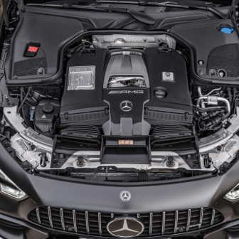 Mercedes-AMG GT 63 S 4MATIC+ 4-Türer Coupé, AMG Carbon-Paket, Exterieur: Motorraum, Außenfarbe: Graphitgrau magno;Kraftstoffverbrauch kombiniert: 11,2 l/100 km; CO2-Emissionen kombiniert: 256 g/km* (vorläufige Daten) Mercedes-AMG GT 63 S 4MATIC+ 4-Door Coupé, AMG Carbon-packet, Exterior: Engine compartment, Exterior paint: graphite grey magno;Fuel consumption combined: 11,2 l/100 km; CO2 emissions combined: 256 g/km* (provisional data)