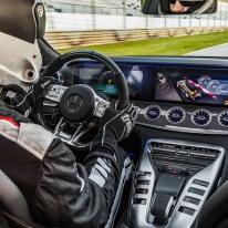 Mercedes-AMG GT 63 S 4MATIC+ 4-Türer Coupé, AMG Carbon-Paket, Interieur: Leder Exklusiv Nappa DINAMICA / schwarz mit gelber Kontrastziernaht, Zierteil: AMG Zierelemente Carbon;Kraftstoffverbrauch kombiniert: 11,2 l/100 km; CO2-Emissionen kombiniert: 256 g/km* (vorläufige Daten) Mercedes-AMG GT 63 S 4MATIC+ 4-Door Coupé, AMG Carbon-packet, Interior: Leather exclusive nappa DINAMICA / black with yellow contrast ornamental seam, Body trim: AMG body trim carbon;Fuel consumption combined: 11.2 l/100 km; CO2 emissions combined: 256 g/km* (provisional data)