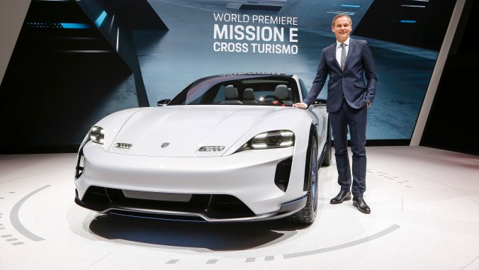 899637_oliver_blume_ceo_at_porsche_ag_mission_e_cross_turismo_geneve_motor_show_2018_porsche_ag