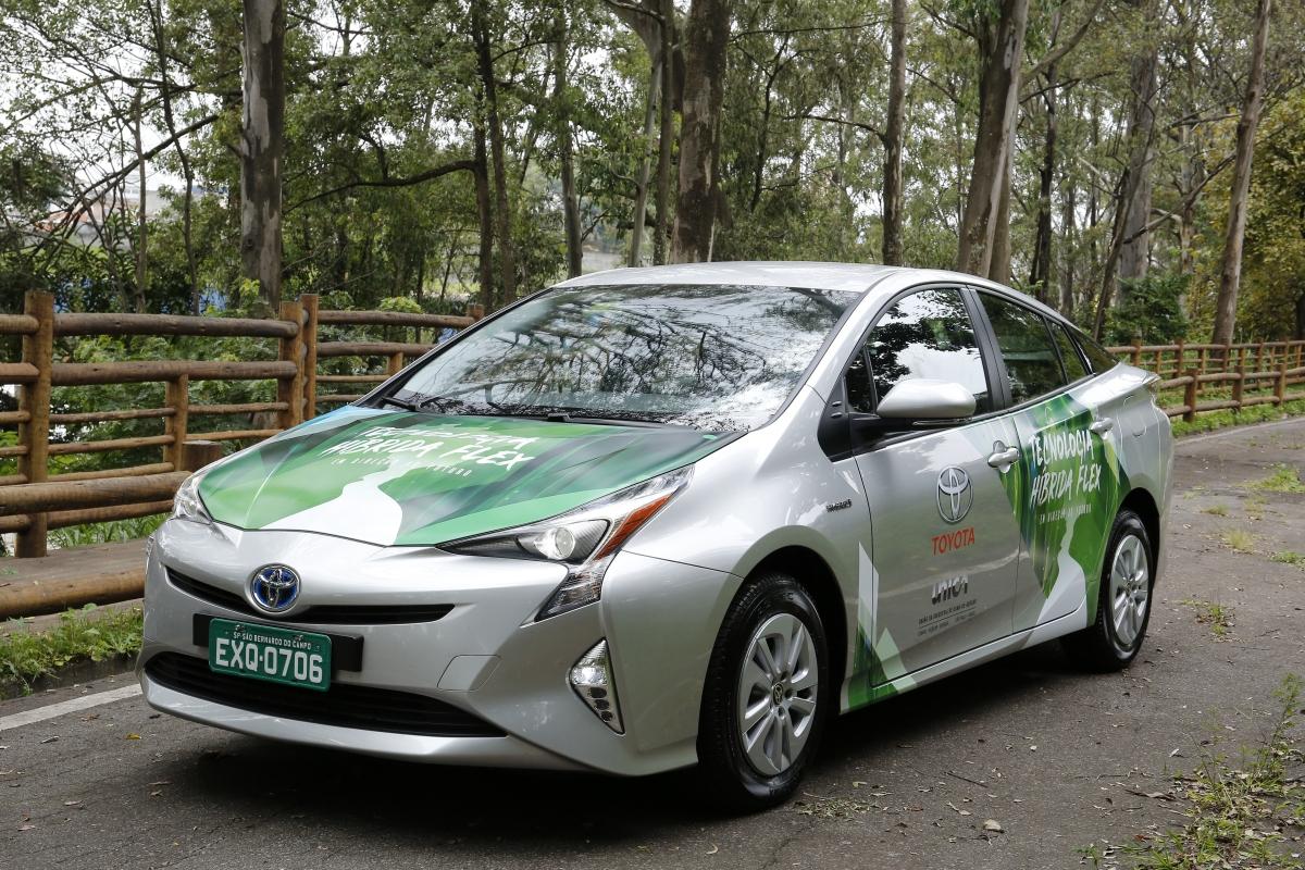 Toyota apresenta primeiro protótipo de veículo híbrido flex domundo