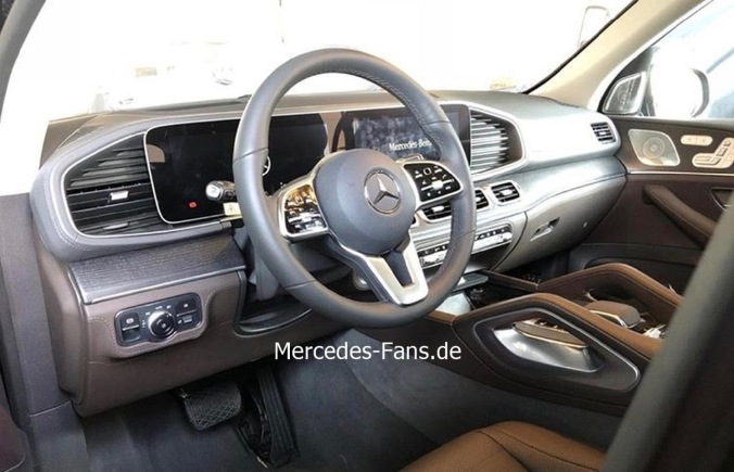 2019-Mercedes-Benz-GLE-Interior-Leak-0003