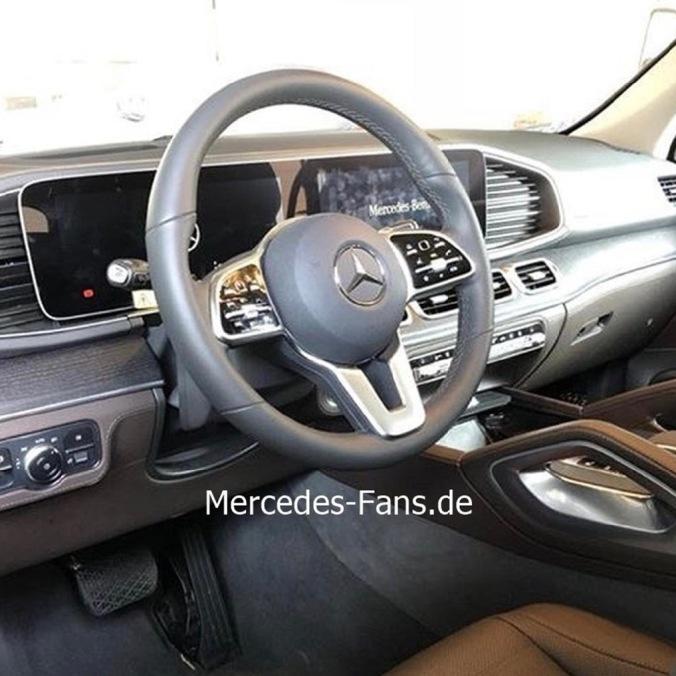 2019-Mercedes-Benz-GLE-Interior-Leak-0003