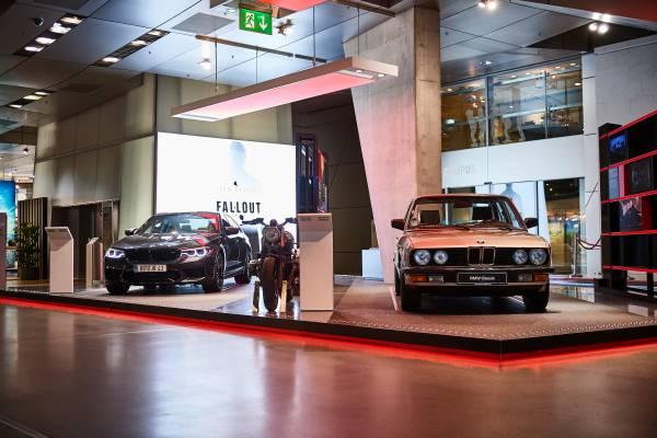 """Veículos BMW usados no filme """"Missão Impossível – Efeito Fallout"""" ganham exposição naAlemanha"""